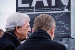 Großburschla: Die Ministerpräsidenten Bodo Ramelow (Thüringen) und Volker Bouffier (Hessen) signieren eine Säule auf der Werra-Brücke während den Feierlichkeiten zum 30. Jahrestag der Grenzöffnung, 9. November 2019