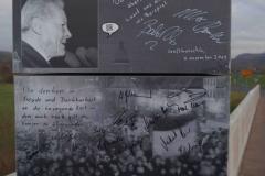 Großburschla:  signierte Säue auf der Werra Brücke