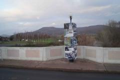 Grossburschla : Säule NEULAND auf der Werra-Brücke