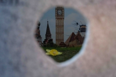 .... Weltreisen, Südfrüchte und ein Trabi waren die meistgenannte Wunschträume .... mit dem Auge am Guckloch, sich wieder im Kreis drehend,  konnte das gesamte Panorambild abgeschritten werden.